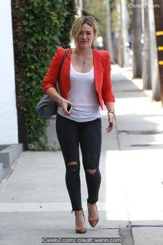 Hilary Duff Leaving the gym http://icelebz.com/events/hilary_duff_leaving_the_gym/photo1.html