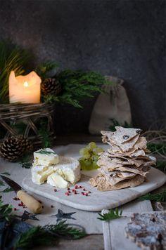 Recetita nueva, sencilla, original y fantástica para sorprender en vuestros aperitivos!!! Unos deliciosos Crujientes de Espelta, que en mi tierra se llaman Regañás y que hoy he tuneado para …