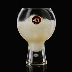Dieser cremig-süße Drink wird so oft serviert wie kein anderer und ist perfekt, wenn Du milchige Cocktails wie den White Russian magst. Hole Dir das Rezept!