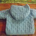 un manteau tout doux – Le vestiaire des poupées Crochet Motif, Crochet Baby, Knit Crochet, Crochet Patterns, Knitting Socks, Baby Knitting, Baby Pullover, Bebe Baby, Baby Sweaters
