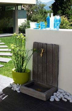 Fontaine de jardin en pierre reconstituée d'aspect schiste http://www.pierra.com/exterieur/fontaine-ardoisiere/
