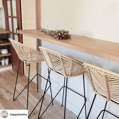 Discover recipes, home ideas, style inspiration and other ideas to try. Table Bar, Couch Table, Table And Chair Sets, Bar Table Design, Bar Deco, Chaise Bar, Rattan, Home Furnishings, Home Furniture