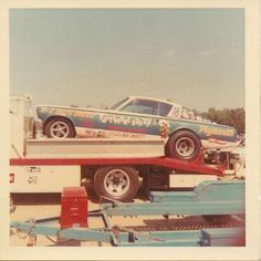 History - Drag cars in motion. Cool Car Pictures, Car Photos, Drag Racing, Auto Racing, Funny Cars, Drag Cars, Car Humor, Dream Garage, Car Ins