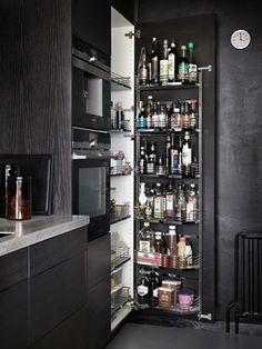 Stilrent kök med bra förvaring från Ballingslöv. Köksluckan Bistro i färgen Ask brunbets - Åsa Dyberg | Ballingslöv