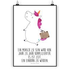 Poster DIN A3 Einhorn Koffer aus Papier 160 Gramm  weiß - Das Original von Mr. & Mrs. Panda.  Jedes wunderschöne Poster aus dem Hause Mr. & Mrs. Panda ist mit Liebe handgezeichnet und entworfen. Wir liefern es sicher und schnell im Format DIN A3 zu dir nach Hause.    Über unser Motiv Einhorn Koffer  Ein Einhorn Edition ist eine ganz besonders liebevolle und einzigartige Kollektion von Mr. & Mrs. Panda. Wie immer bei unseren Produkten sind alle Motive handgezeichnet und werden mit viel Liebe…