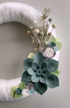 Christmas wreath,holiday wreath, winter wreath, neutral yarn wreath,felt flower wreath,14 inch wreath, home decor,door decor,Christmas decor