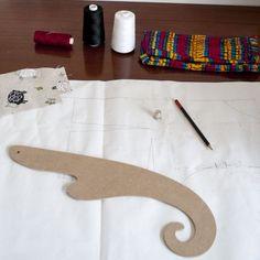 http://www.habiaunraton.es/reglas-costura-y-cartonaje/producto/regla-de-costura-sisometro-modelo1-madera:78.html