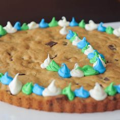 giant mall cookie... in gluten free form (soy, dairy, egg and gluten free, & vegan)
