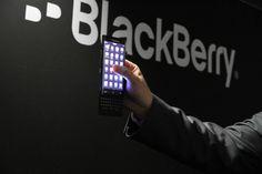 PonselHolic. Pertanya besar yang ada saat ini sejak kapan anda mengenal Ponsel Blackberry, Pasti banyak orang menjawab sudah lama dan sangat mencintai product Blackberry, namun keberadaaannya saat ini mulai berkurang dengan hadirnya Android. Kabar baiknya para pecinta sejati blackberry dan tetap ingin mencoba android tahun ini akan dimanjakan oleh pihak Blackberry. Seperti dilansir di Reuters,