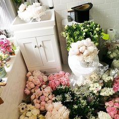 TTH Blooms by Taylor Tomasi Hill || The Atelier