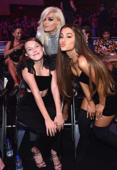 Millie Bobby Brown, Bebe Rexha and Ariana Grande oattend 2018 MTV Video Music Awards at Radio City Music Hall on August 2018 in New York City. Get premium, high resolution news photos at Getty Images Bebe Rexha, Millie Bobby Brown, Ariana Grande Fotos, Ariana Grande 2018, Ariana Grande Smiling, Bobby Brown Stranger Things, Mtv Videos, Actrices Hollywood, Dangerous Woman