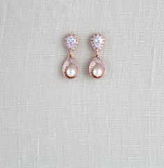 50 best ideas for rose gold wedding jewelry set bridal earrings Gold Jhumka Earrings, Gold Bridal Earrings, Gold Earrings Designs, Diamond Drop Earrings, Gold Jewellery Design, Bridal Jewelry, Jewellery Box, Bridal Shoes, Bridal Accessories