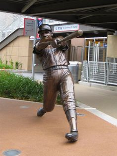 Harmon Killebrew Statue at Target Field Crowne Plaza Hotel & Suites | 3 Appletree Sq. | Minneapolis | Bloomington, MN | Mall of America | MSP Airport |