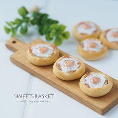 2017, Bread mini♡ ♡ By Sweet Basket