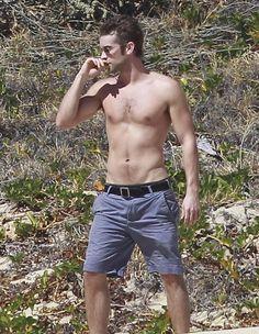 Chace Crawford: Sexy sin camisa en Los Cabos