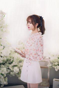 Japanese Fashion - Little flowers chiffon long-sleeved shirt