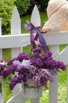 Let the theme for this spring to be lilac. That is the most amazing flower with the most beautiful smell. Lilac flower smell is so magical that you want Deco Floral, Arte Floral, Purple Flowers, Beautiful Flowers, Summer Flowers, Bloom, Garden Deco, Garden Photos, My Secret Garden