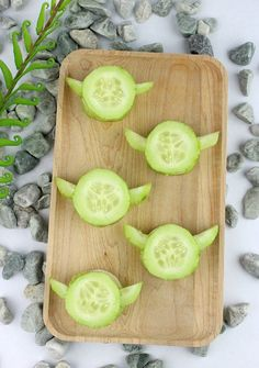Learn to make Yoda Cucumber Bites, a healthy treat shaped like the Jedi Master, to Fuel your Force with this easy Star Wars recipe! Bd Star Wars, Star Wars Food, Star Wars Cake, Star Wars Birthday, Star Wars Gifts, Star Wars Themed Food, Star Wars Party Food Snacks, Star Wars Essen, Regalos Star Wars