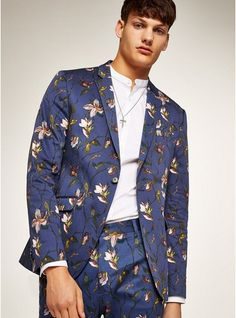 Add a stylish twist to jeans or chinos with a preppy blazer from Topman. Shop online for a great range of mens jackets and blazers in great slim fit styles. Womens Fashion Sneakers, Blazer Fashion, High Fashion, Fashion Outfits, Men's Fashion, Work Fashion, Fasion, Fashion Styles, Street Fashion