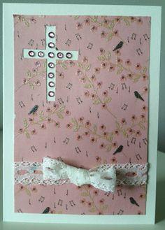 Rippikortti tytölle. Kuviopaperia, strasseja ja pitsinauha liimattu valmiille kaksiosaiselle korttipohjalle.