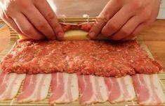 UNE RECETTE GÉNIALE ! Le principe: enrouler de la viande hachée, du fromage et du bacon comme un maki, le résultat en surprendra plus d'un! La technique utiliser pour enrouler le tout est la même que celle utiliser pour enrouler les sushis. Les ingrédients : 500 grammes de viandes hachées 2 bâtonnets de fromage emmental …