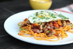 Fried Egg and Sweet Potato Noodles with Bacon  Vegetable Hash - http://www.jellypin.com/fried-egg-and-sweet-potato-noodles-with-bacon-vegetable-hash/