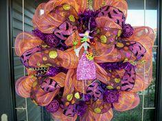 Halloween wreath.  very cute idea.