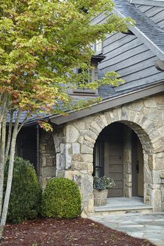 Stone house exterior trim 18 New Ideas Stone Exterior Houses, Old Stone Houses, Exterior Trim, Exterior Design, House Exteriors, Stone Facade, Stone Cottages, Exterior Paint Colors, Paint Colours