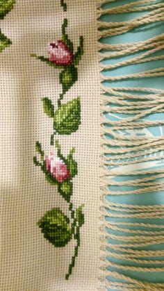 Cross Stitch Rose, Cross Stitch Borders, Cross Stitch Embroidery, Hand Embroidery, Needlepoint, Needlework, Diy And Crafts, Knitting, Minis