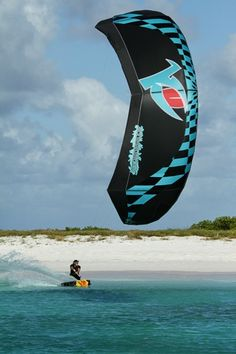 Down Loop Transition – Kite Surf Co Tutorial Kitesurfing, Sup Surf, Cute Posts, Water Photography, Big Challenge, Big Waves, Extreme Sports, Surfboard, Cool Pictures