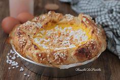 Torta veneziana, con pasta sfoglia, crema e amarene