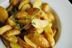 ROASTED SALT & VINEGAR POTATOES   Ingredients  1 pound baby or fingerling potatoes, sliced lengthwise  2 cups white vinegar  Sea salt & Pepper