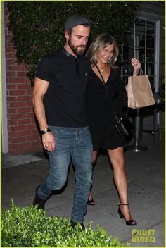 Jennifer Aniston & Justin Theroux Dine with Courteney Cox & More Friends!
