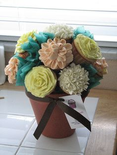 Cupcake Bouquet @Stacy Randall you should make one!! cute!