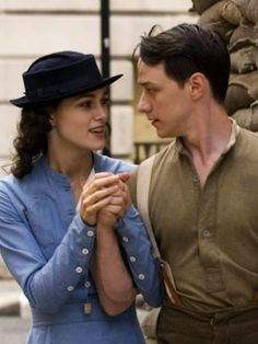 Claire and her late Husband Richard —Keira Knightley (Cecilia Tallis) & James McAvoy (Robbie Turner) - Atonement James Mcavoy Atonement, Atonement Movie, Vanessa Redgrave, Movie Couples, Romantic Movies, About Time Movie, Ted, Period Dramas, Period Movies