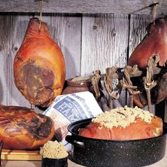 Best Christmas Ham - Country-cured and smoked Ham | HubPages Ham Recipes, Canning Recipes, Chorizo, Charcuterie, Burgers Smokehouse, Fresco, Whole Ham, Country Ham, Country Cooking