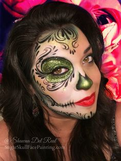 When you think about face painting designs, you probably think about simple kids face painting designs. Many people do not realize that face painting designs go beyond the basic and simple shapes that we see on small children. Candy Skull Makeup, Halloween Makeup Sugar Skull, Halloween Eyes, Halloween Makeup Looks, Candy Skulls, Halloween Halloween, Vintage Halloween, Half Skull Makeup, Sugar Skull Makeup Tutorial