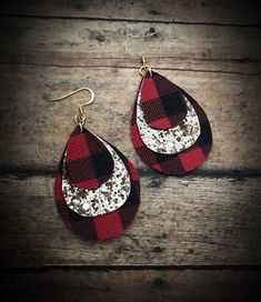 Diy earrings - Image of Gold&Buffalo Plaid Faux Leather Dangles buffaloplaid redbuffaloplaid fauxleather earrings gold christmas accessories glam handmade girly jewelry Diy Leather Earrings, Diy Earrings, Leather Jewelry, Silver Jewelry, Gold Earrings, Teardrop Earrings, Flower Earrings, Mason Jar Crafts, Mason Jar Diy