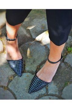 Annenize, onun tarzına yakışır ayakkabılar hediye edebilirsiniz. #maximukart #AnnelerGünü #hediye Kitten Heels, Slippers, Flats, Shoes, Fashion, Toe Shoes, Moda, Sneakers, Zapatos