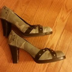MIA CAMO HEELS - SIZE 10 Gorgeous heels in size 10 by MIA!!! GREAT CONDITION. ..SEE PICS MIA Shoes Heels