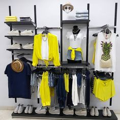 Clothes Store Interior Design Visual Merchandising Ideas For 2019 Clothing Store Displays, Clothing Store Design, Fashion Store Design, Fashion Stores, Design Boutique, Boutique Decor, Visual Merchandising Fashion, Merchandising Ideas, Propaganda Visual