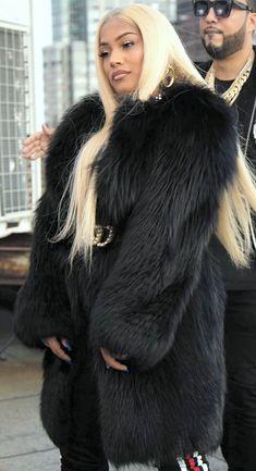 Fox Fur Coat, Fur Coats, White Face Mask, News 6, Fashion Beauty, Womens Fashion, Mantel, Actresses, Long Hair Styles