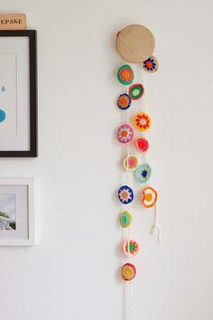 Decora la habitación de los niños con ganchillo Empieza con: http://www.elpaisdelosjuguetes.es/juguete-manualidades-haz-ganchillo.html