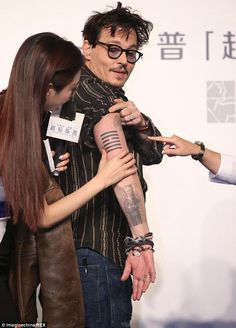Nice ring: Johnny Depp displays a diamond on his wedding finger as he shows off his tattoo in China Deep Tattoo, Tattoo On, Hot Actors, Actors & Actresses, Tim Burton, Johnny Depp Tattoos, Junger Johnny Depp, Young Johnny Depp, Johny Depp