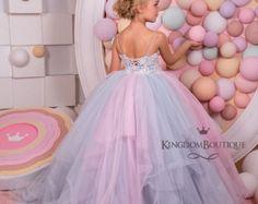 Elfenbein und Beige Blumen-Mädchen Kleid  von KingdomBoutiqueUA