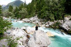 wandelen bij Soca rivier in Julische Alpen in Slovenië; foto Han Vroon