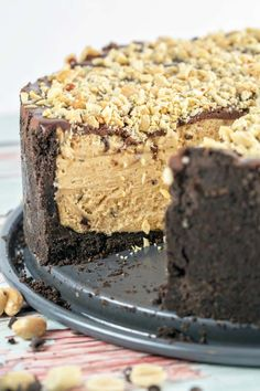 It& all your favorite ingredients in one amazing (almost) no bake peanut butter torte. Dessert Simple, Bon Dessert, Eat Dessert First, Dessert Food, Peanut Butter Desserts, Köstliche Desserts, Chocolate Peanut Butter, Authentic Mexican Recipes, Chocolate Ganache