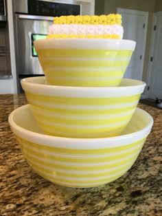 Pyrex; Yellow stripe mixers