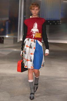 #Calze di moda: dalle passerelle allo street style http://bit.ly/1Qny5n7 #ss16 #trend