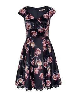 Midnight Dahlia Dress | Review Australia Floral Fashion, Fashion Dresses, Embroidered Clothes, Review Dresses, Girly Outfits, My Wardrobe, Pretty Dresses, Dressings, Beautiful Outfits
